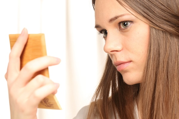 acne hormonal feminina espelho